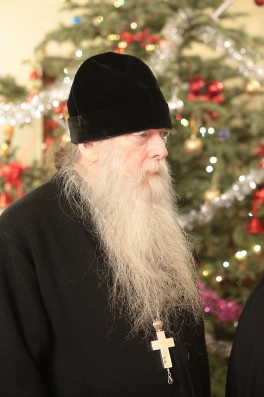 Миру ничего не нужно от монаха больше, чем молитва
