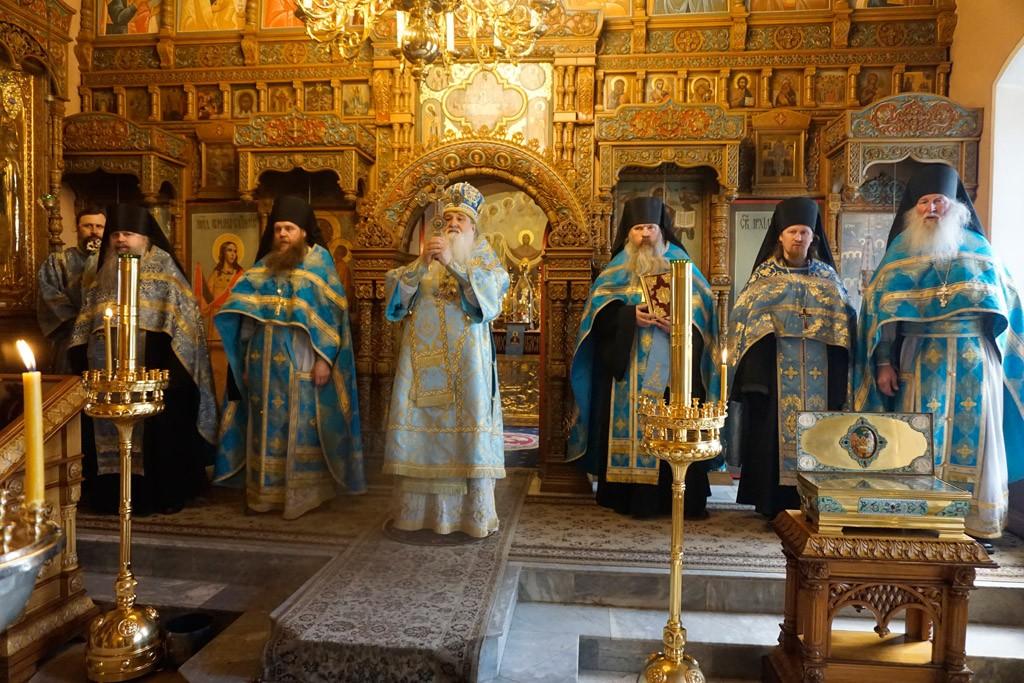 В Высоцком монастыре Серпухова состоялось празднование в честь иконы Богоматери