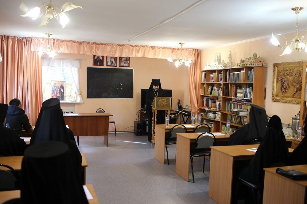 В Успенском монастыре Новомосковска состоялся очередной съезд монашествующих Тульской и Белевской епархий